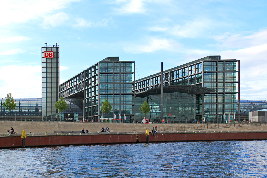 Berlin Hauptbahnhof South Elevation