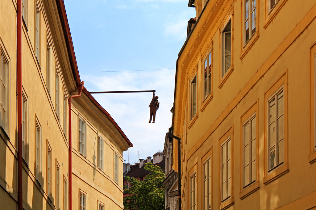 Man Hanging Out; Stare Mesto, Prague