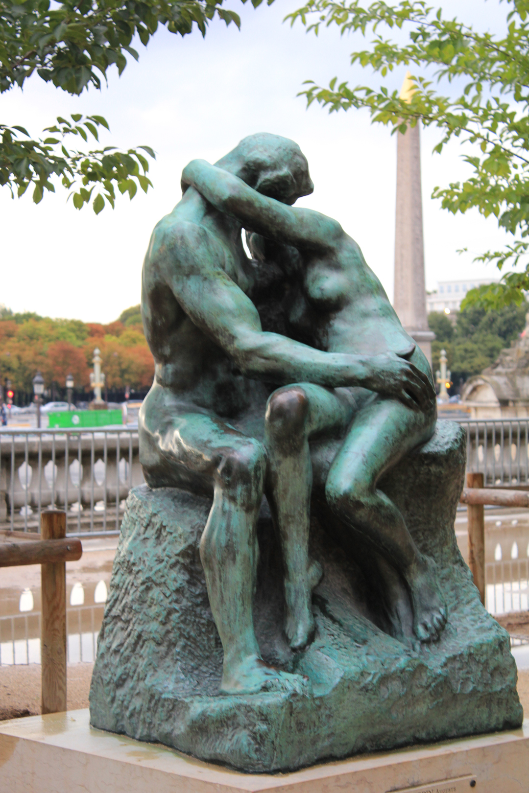 Le baiser the kiss tuileries garden paris civic arts - Sculpture jardin des tuileries ...